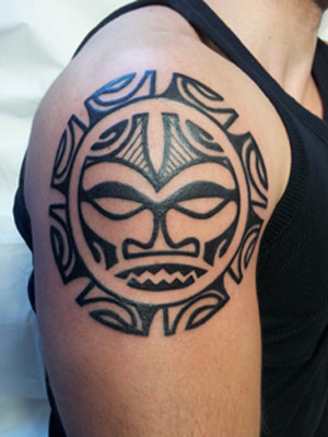 maori tribal braccio tattoo